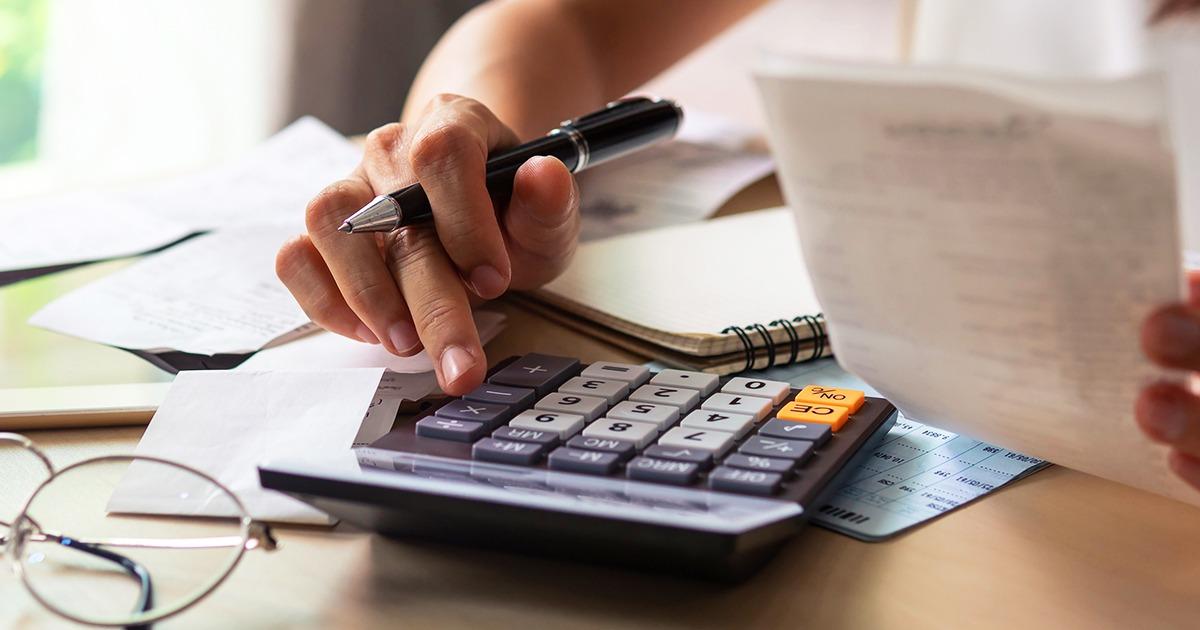 Filha que não mora com requerente de BPC não entra no cálculo da renda familiar, reconhece STJ